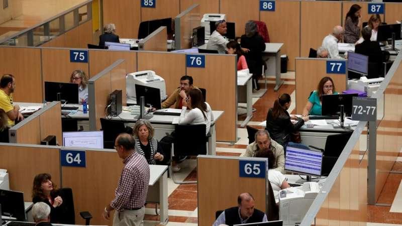 Oficina de la Agencia tributaria. EFE