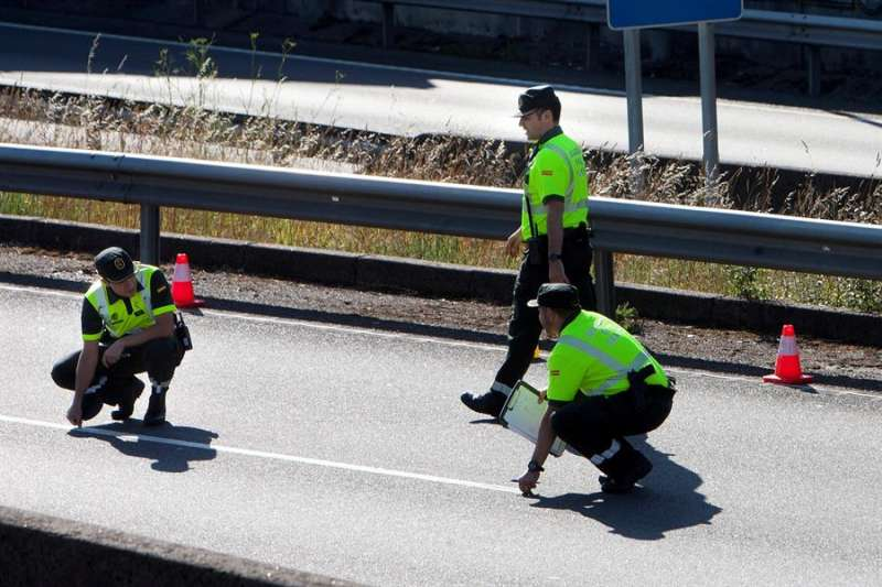 Tres guardias civiles en un control. EFE