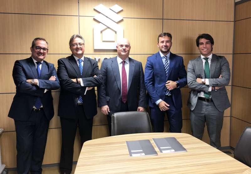 Firma de Ribera Salud con Provia.