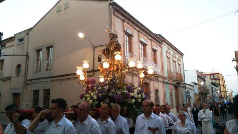 Procesión por las calles de Moncada. EPDA