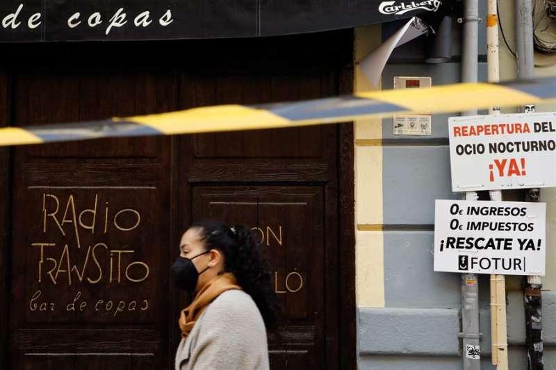 El pleno del Consell aprueba un decreto-ley de ayudas por valor de 8 millones de euros para el ocio nocturno, que se destinarán fundamentalmente a pubs, cafés-teatro, cafés-conciertos, discotecas y salas de fiesta.EFE/ Ana Escobar