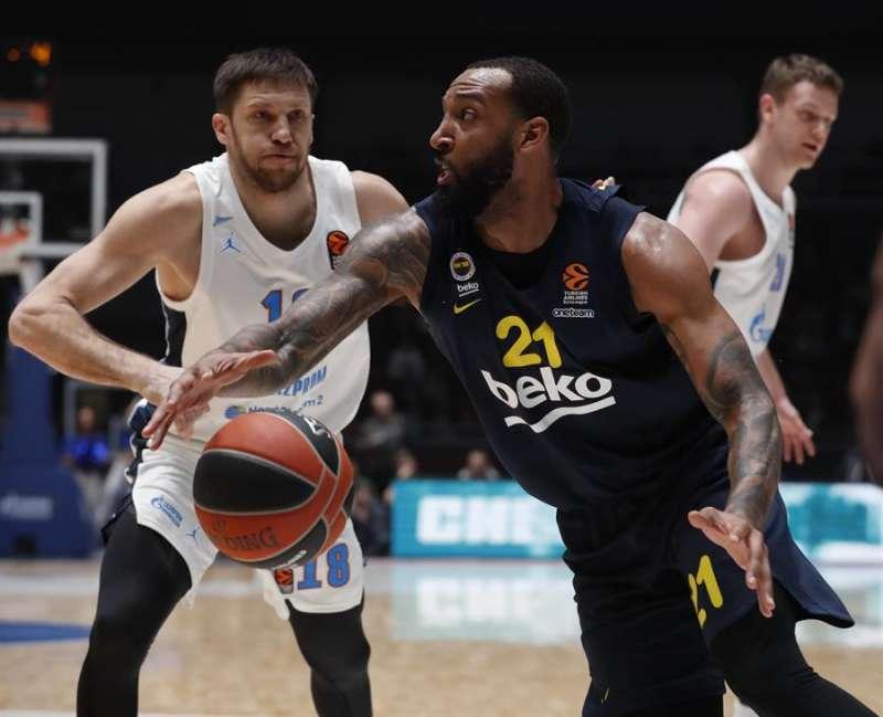 Derrick Williams en acción durante un partido del Fenerbahce, del que llega al Valencia Basket. EFE/Archivo