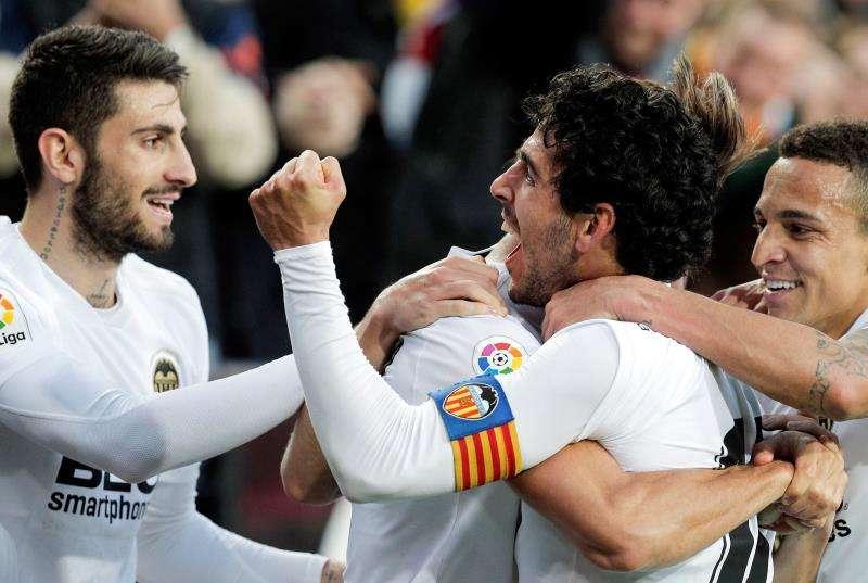 El Valencia celebra el 1-0, marcado por Dani Parejo, en el empate a uno ante el Valladoliod. EFE