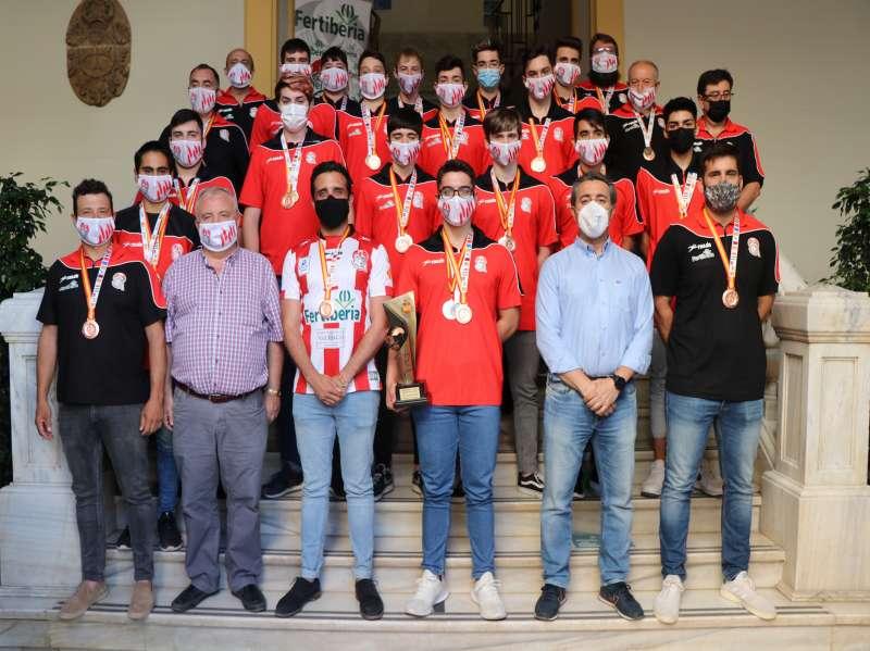 Recepción de los cadetes del Fertiberia BM Puerto de Sagunto en el ayuntamiento de Sagunt. / EPDA