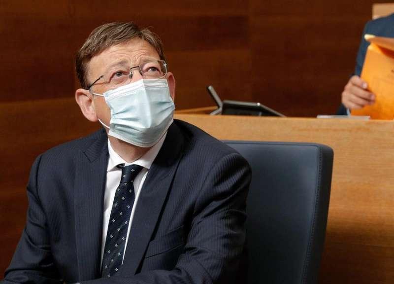El president de la Generalitat, Ximo Puig, con mascarilla en Les Corts. EFE
