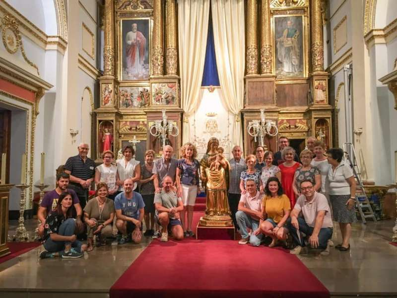 Junto a la imagen de la Virgen de Gracia. Foto: M.L. Benedicto