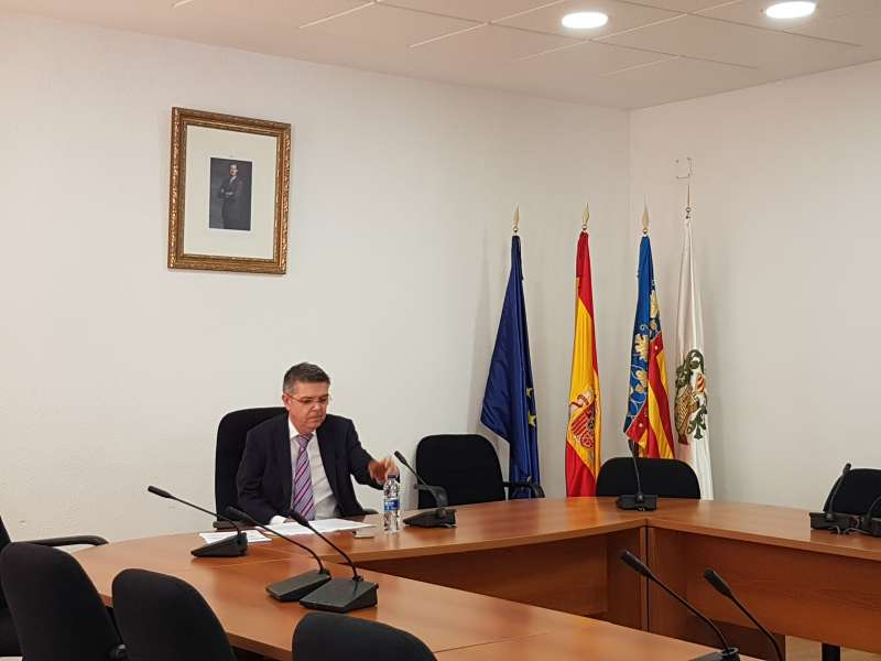 El alcalde de Serra durante su comparercencia.
