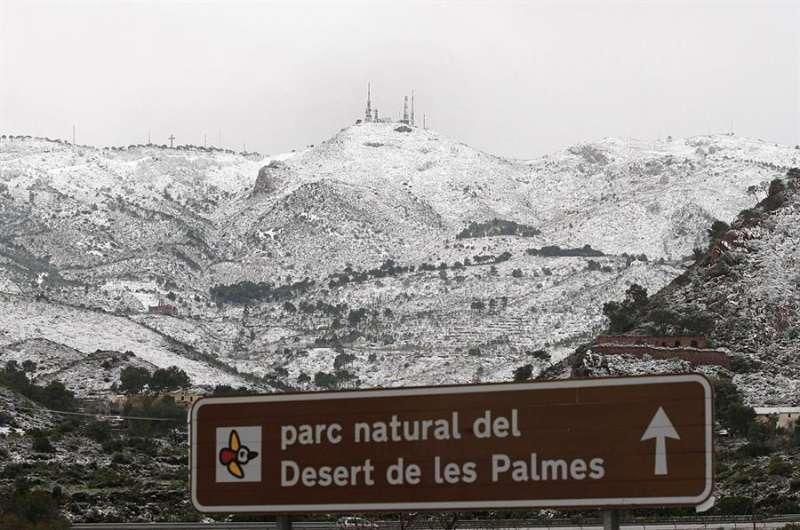 En la imagen, nieve en el paraje natural del Desert de les Palmes, en Castellón, durante un temporal anterior. EFE