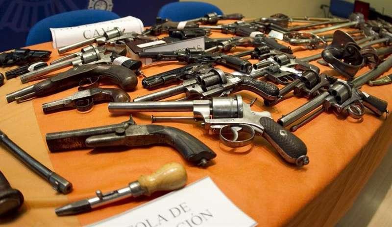 Imagen de archivo de parte de un material incautado en una operación policial. EFE/Toni Garriga