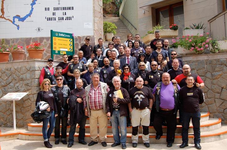Algunos de los 100 motoristas que han parado en la Vall d
