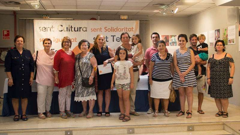 Alcaldessa de PIcassent amb participants al concurs de Pilota Dolça. EPDA