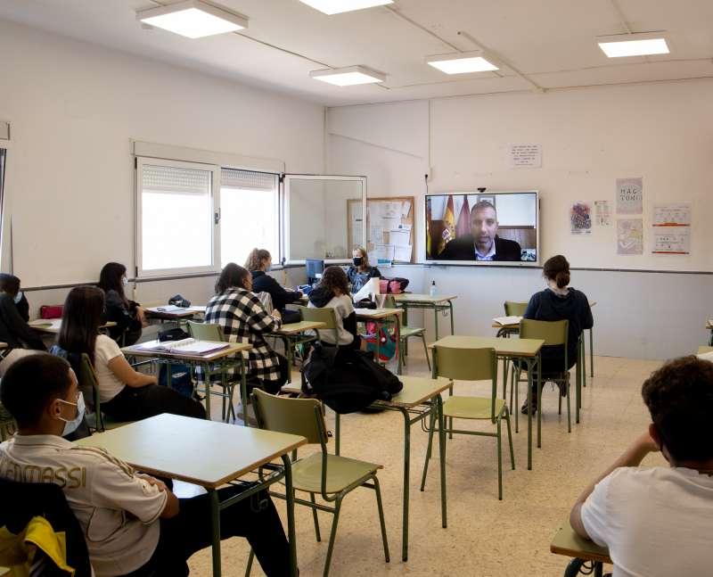 Encuentro de los adolescentes con la eurodiputada Inmaculada Rodríguez-Piñero.