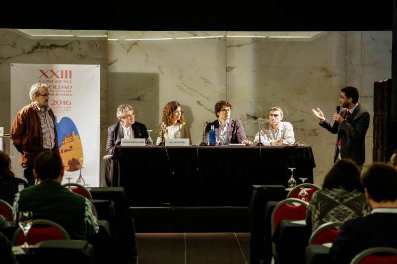 Mesa-debate celebrada en el XXIII Congreso de la SVN