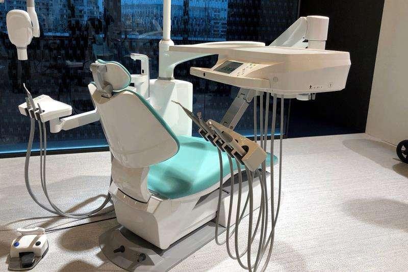Último diseño de la empresa Alegre Desing, una innovadora silla dental para una empresa japonesa, imagen facilitada por la propia compañía. EFE
