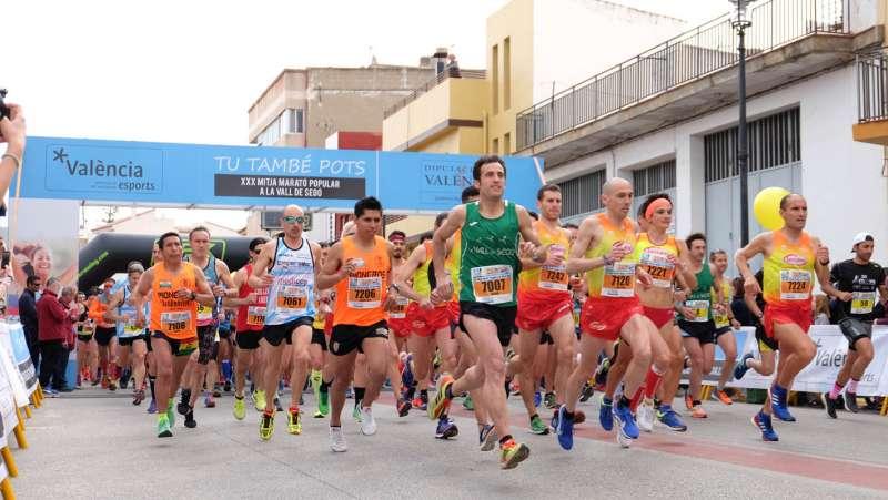 Atletas en la mitja marató de la Vall de Segó. EPDA