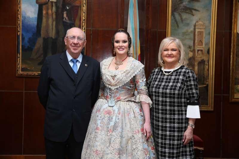 Acto de presentación de la Reina del Ateneo 2020 junto con su presidenta, Carmen de Rosa.