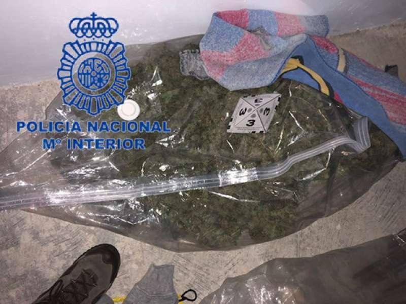 Detienen a un joven y su madre por tráfico de drogas y tenencia ilícita de armas en Aldaia