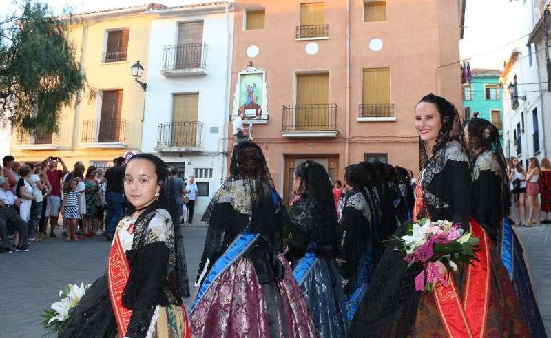 Las reinas de las fiestas ofrendaron al santo