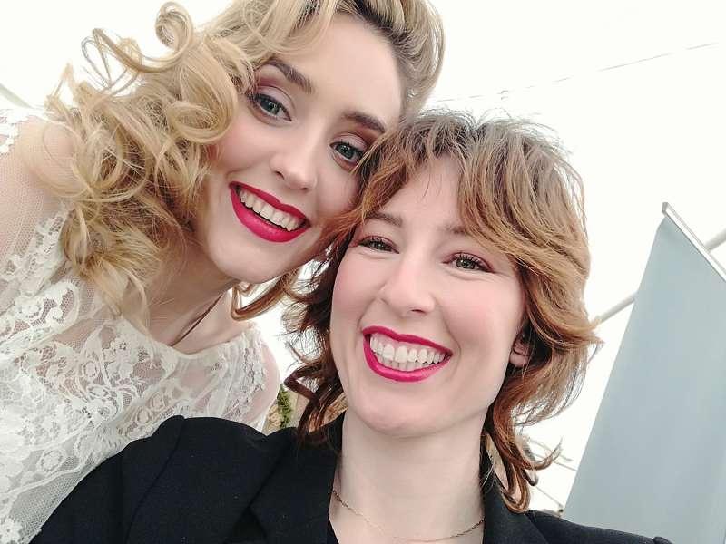 La maquilladora Gemma Verdejo junto a la modelo de la sesión