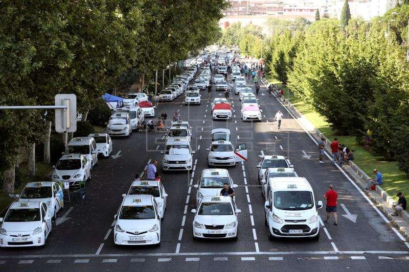 Protesta de los taxistas contra la proliferación de licencias VTC (vehículos de alquiler con conductor). EFE