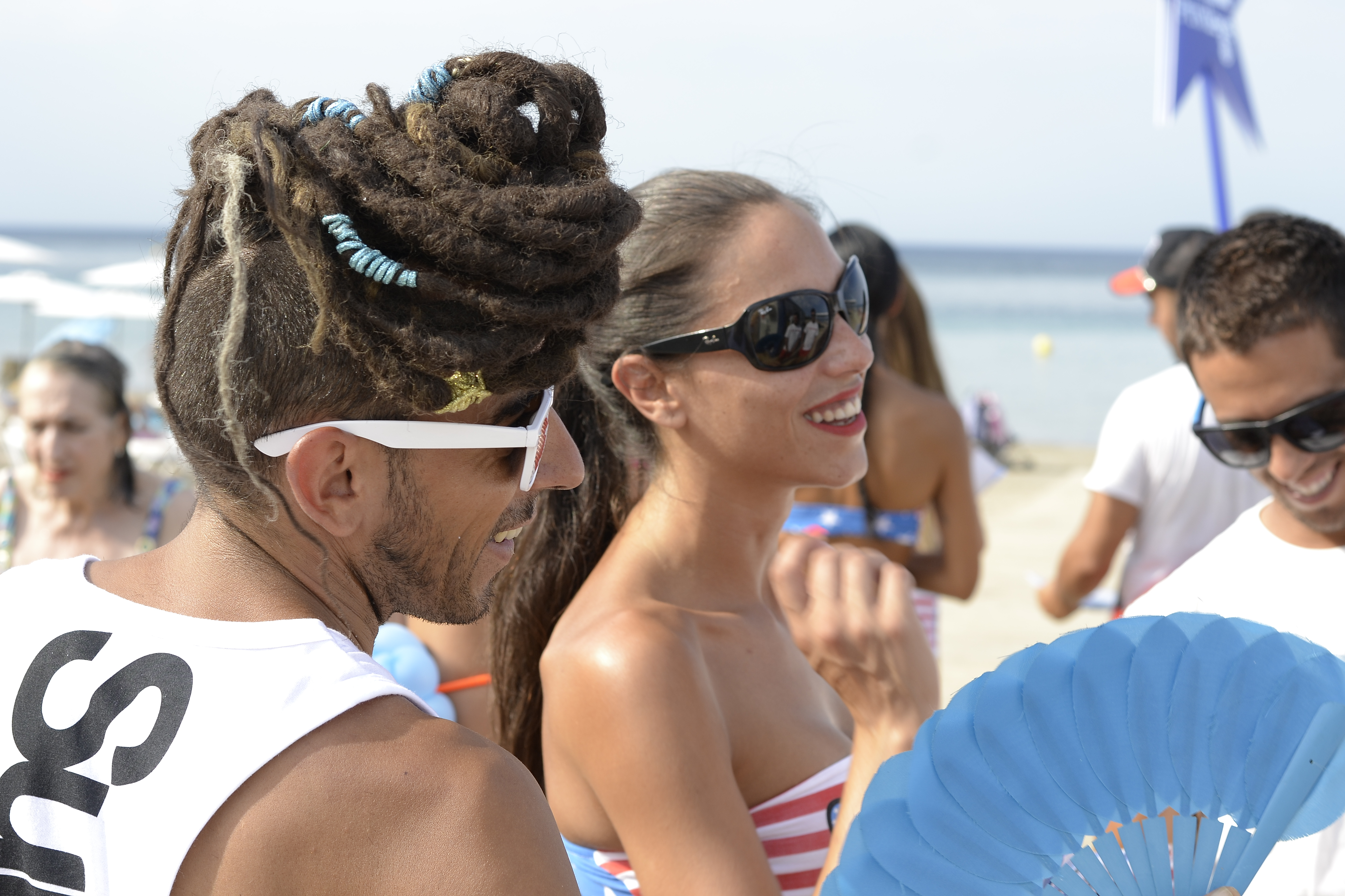 Jóvenes se divierten al estilo ibicenco en Dénia. Foto: EPDA