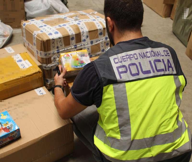 Registros en los establecimientos comerciales donde intervinieron más de 6.000 productos falsos.