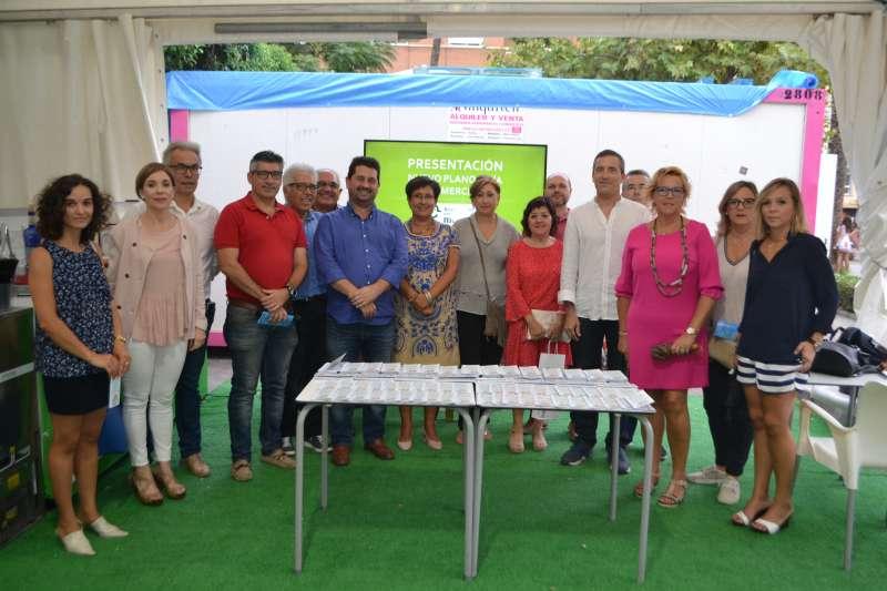 Visita del director general de Comercio y de la Vicerrectora de Estudiantes de la Universidad Cardenal Herrera CEU en el acto.