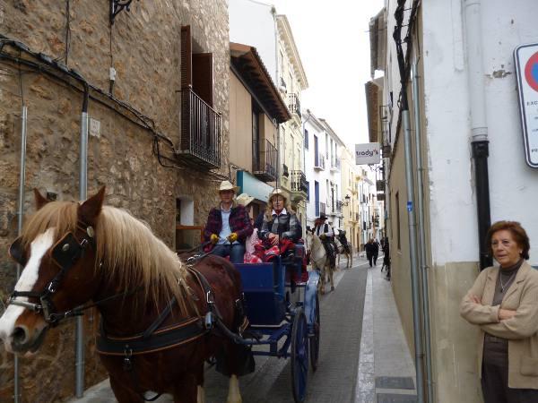 Un carro tirado por un caballo en Algar de Palancia. EPDA