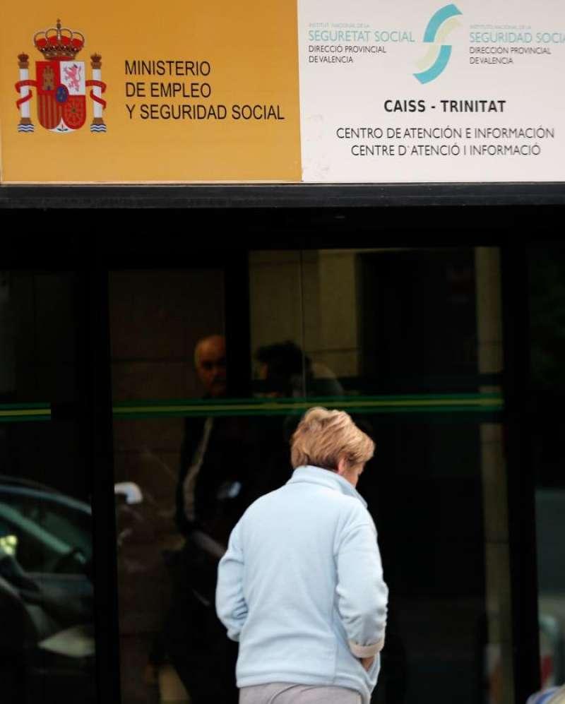 El paro registrado en la Comunitat Valenciana se redujo durante el año 2018 en 21.577 personas hasta situarse en 364.131 personas, lo que representa una reducción interanual del 5,59 %. EFE
