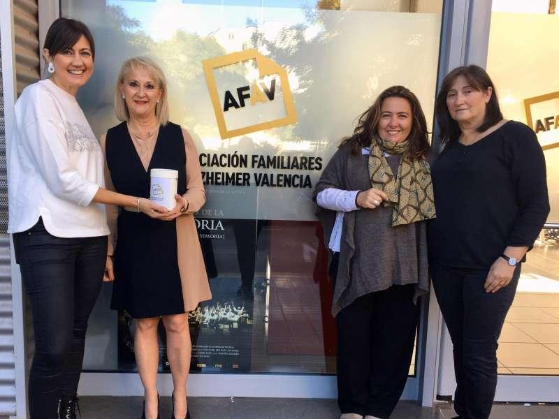 Entrega de la donación para la Asociación de Familiares de Alzheimer Valencia. -EPDA