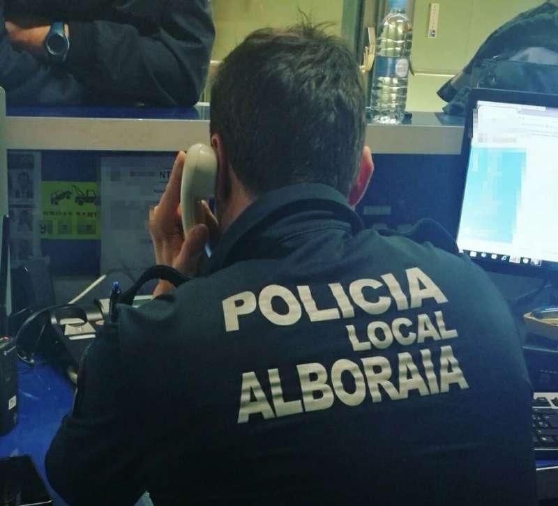 Un agente en servicio de la Policía Local de Alboraya.