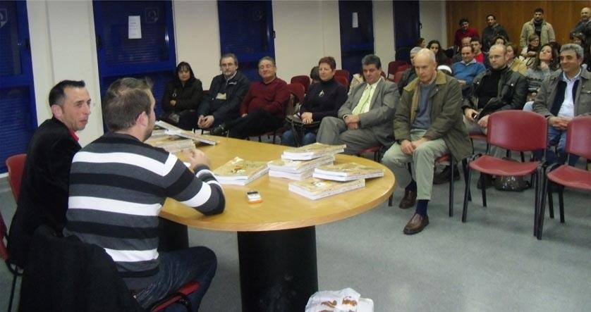 Lluís Mesa y Enrique Soriano, en la presentación del libro de éste en Gilet el pasado 30 de diciembre. FOTO EPDA