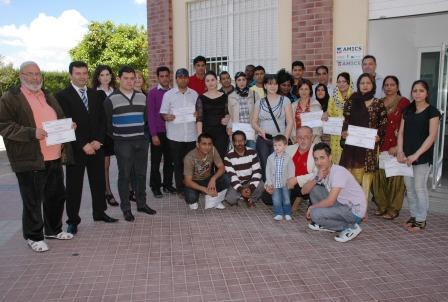 Entrega de diplomas del curso de castellano organizado por AMICS. Foto: EPDA.