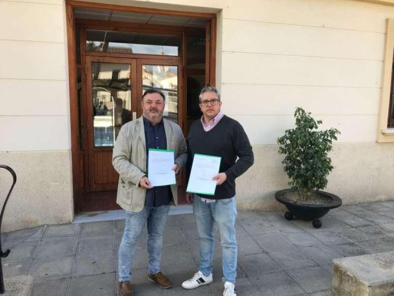 Manolo García y Vicent Conejero presentan la moción. EPDA