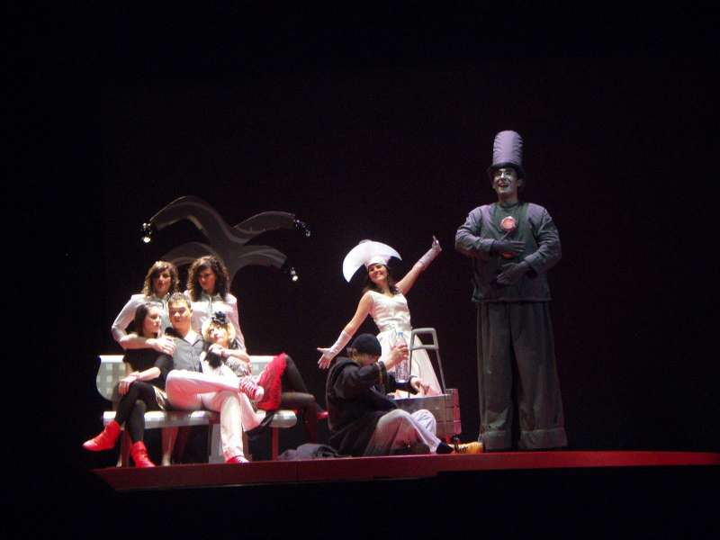 Obra de teatro en el CAT Arrabal- Teatro de Requena