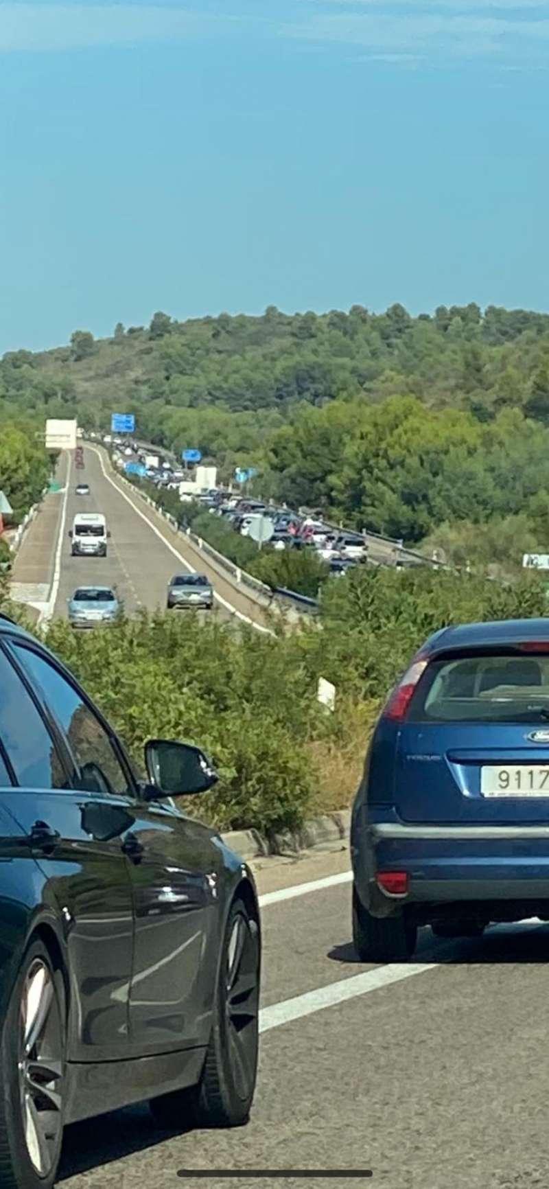 Imagen del atasco en la Autovia A23