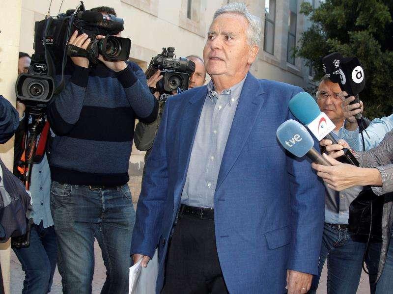 El exalcalde de Alicante, Luis Díaz Alperi, a su llegada al juzgado en una imagen de archivo. EFE/Archivo