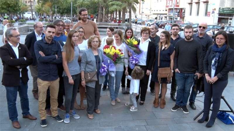 Autoridades y familiares durante el acto de homenaje.