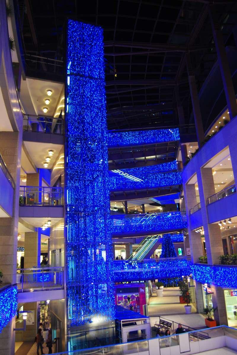 El primer encendido navideño del centro comercial Aqua.
