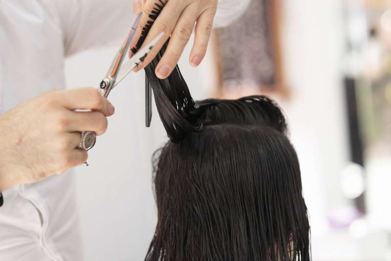 Las peluquerías vuelven a abrir sus puertas. EPDA