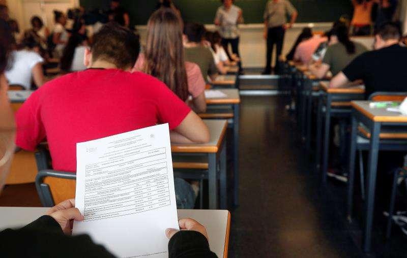 Estudiantes durante las pruebas de acceso a la Universidad en la Comunitat Valenciana. EFE/Archivo