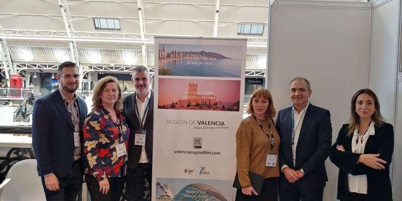 Antonio Bernabé, director de Visit València, junto a profesionales de sector audiovisual valenciano y oficinas de rodajes.