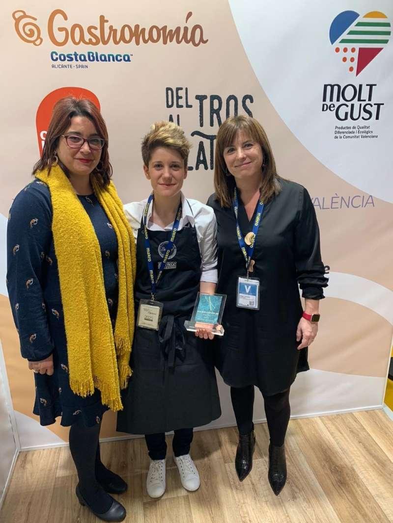 Vicky Sevilla junt a María José Carrera i Natalia Antonino. EPDA