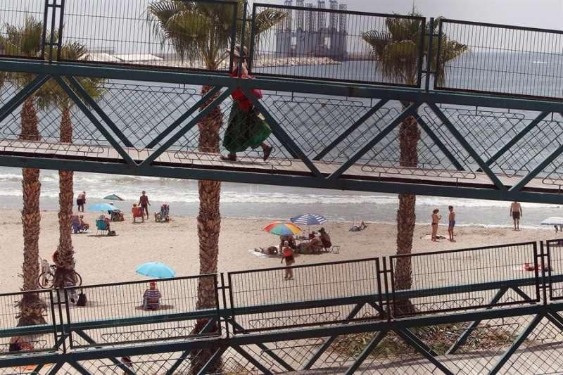 Imagen de archivo de una playa de Alicante. EFE