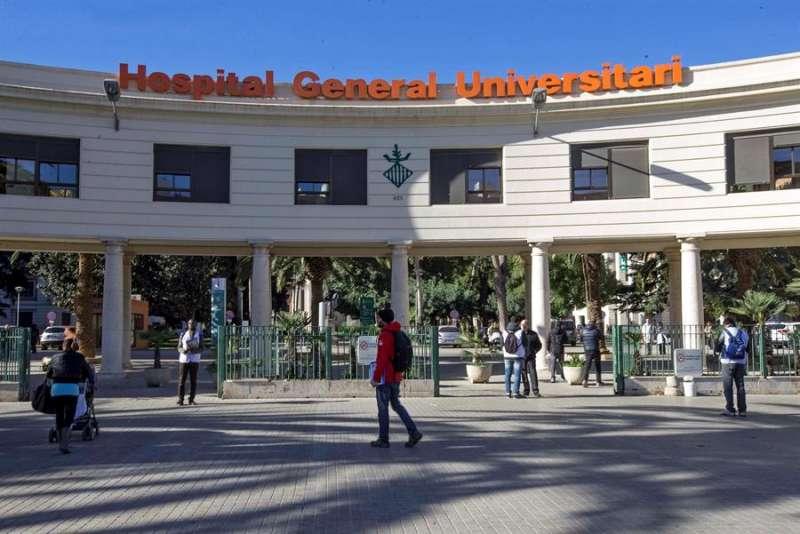 Fachada del Hospital General de València, donde se ha detectado un nuevo caso de coronavirus. EFE