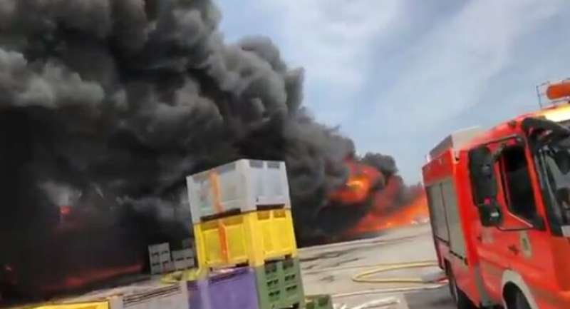 Densa nube de humo en el incendio del Puig. EPDA