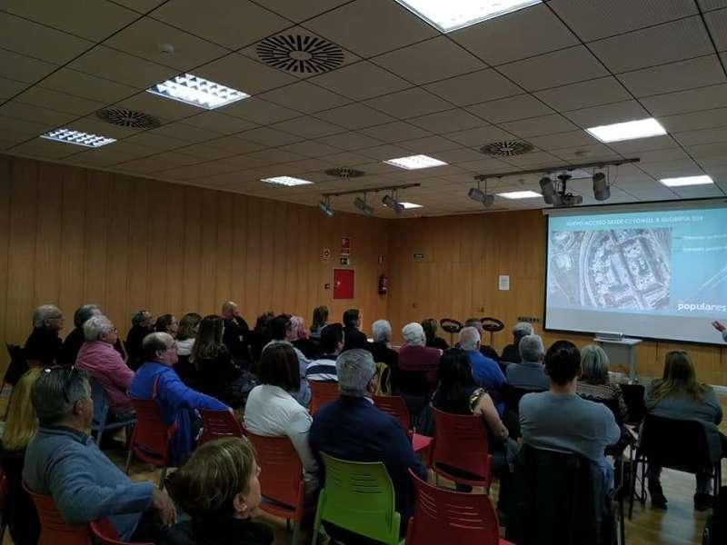 reunión de vecinos donde el PP expuso sus propuestas para Valterna, incluido el nuevo instituto de educación secundaria