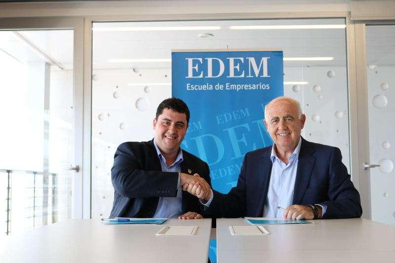 Antonio Noblejas, director general de EDEM, y David García, alcalde de Nules. EPDA