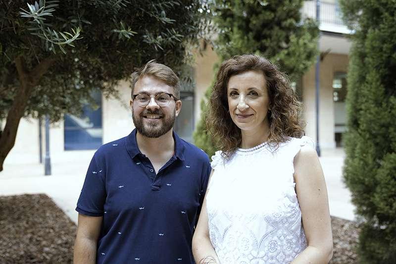 La regidora de Cooperació al Desenvolupament i Migracions, Maite Ibáñez, junt al secretari autonòmic d