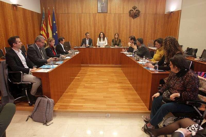 La comisión especial de Les Corts Valencianes que estudiará las medidas de prevención de los riesgos de inundaciones en la Vega Baja. EFE